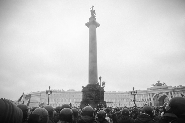March 26, 2017. Police surround protesters in the Palace square.